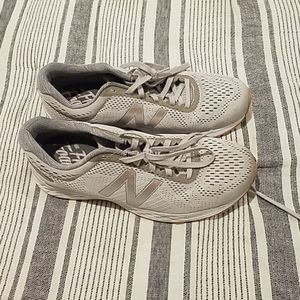 Grey new balance Snedekers